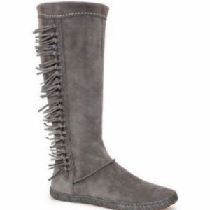 Like New Ugg Women Mocassin StyleMammoth  Boot